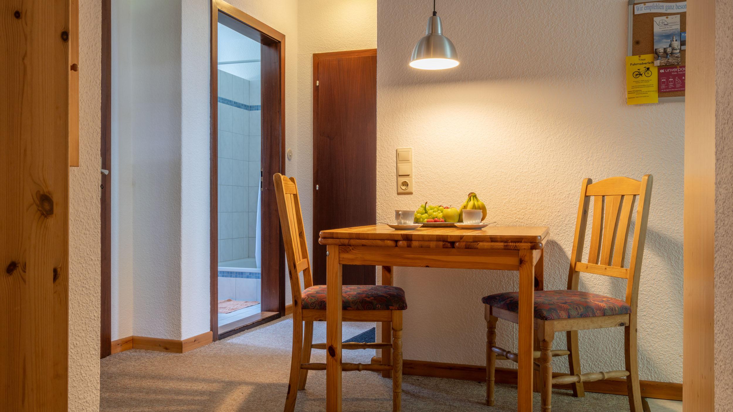 Haus Vogelkiek - Ferienwohnung Eiderente - Essecke und Flur